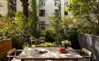Lauren Pucciarelli and Gunn Landscape Architecture team/Install by Vert Gardens – Brooklyn Townhouse