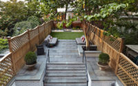 Emma Lam/A Small Green Space – City Brownstone Garden